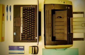 portable table clavier stylo Bureau dossier Design d'intérieur imprimante formalités administratives Dell Cachet de caoutchouc Bureau de travail Matériel informatique Livre de réception